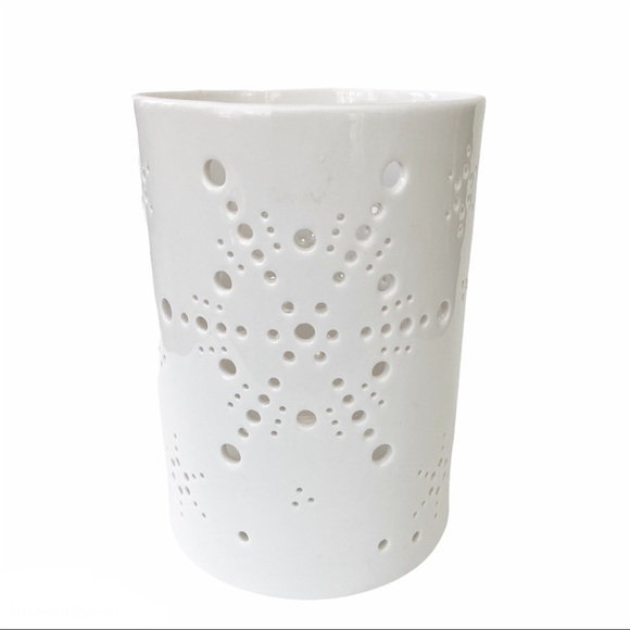 Yankee Candle Wht Snowflake Lantern Candle Holder